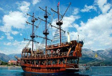 Пиратская яхта в Мармарисе и Ичмелер